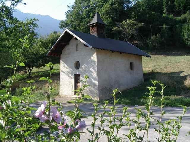 Située au hameau de Chevronnet, elle domine la commune. Elle fut construite en 1628 et est dédiée à Sainte Anne, Saint Pierre et Saint Jacques.Cette chapelle servait, jadis, de lieu de pèlerinage pour les gens de Marthod. De grandes rénovations ont été entreprises par les habitants, en 1982.